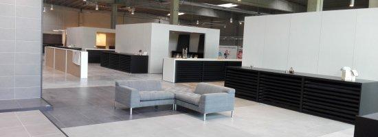 Toonzaal-Turnhout-vloeren-overzicht-3-shop-in-shops.jpg