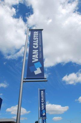 Vlag-logo-Van-Calster-gevel-Turnhout-badkamerrenovaties.jpg