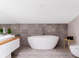 mooie-badkamer-renovatie-lier-met-strak-bad
