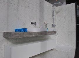 prachtige witte badkamerrenovatie.jpg